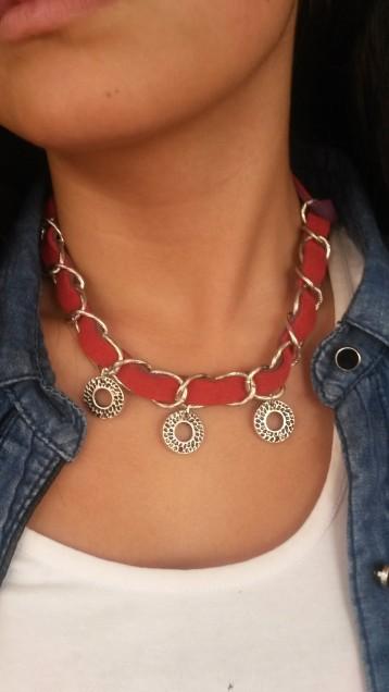 Collar de cadena y gamuza ancha roja