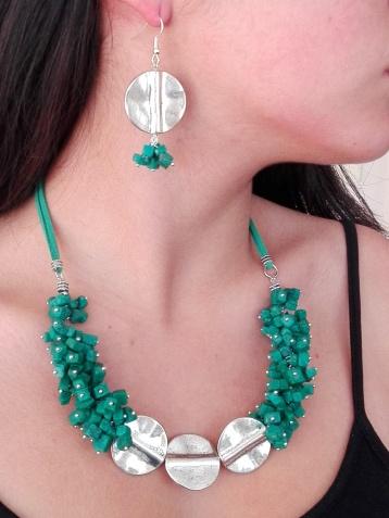 Juego piedritas verdes esmeralda y metal