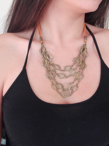 Collar tiro gamuza con metal color bronce